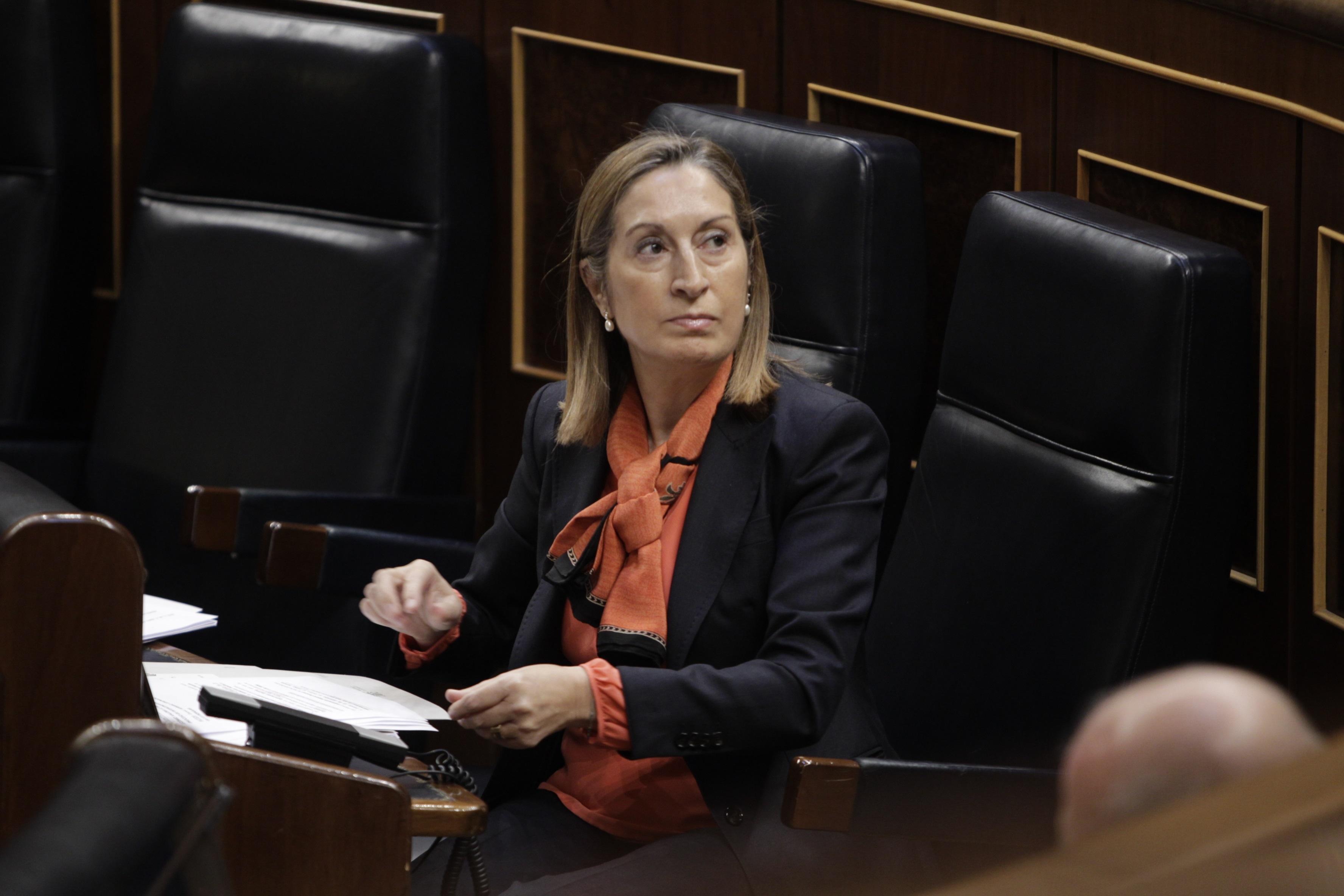 Pastor y Santamaría, las ministras mejor valoradas por los ciudadanos