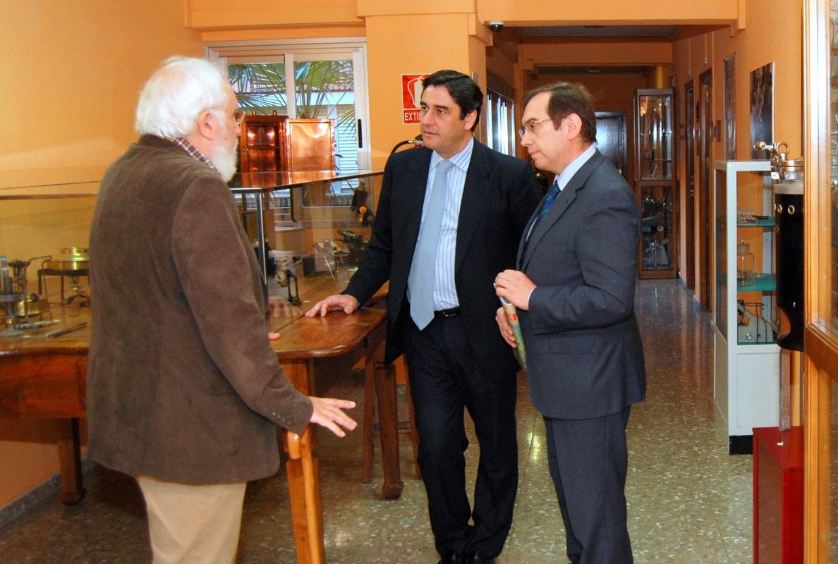 Echániz visita el Museo de la Sanidad en Talavera y pone en valor la «continúa evolución» de esta ciencia