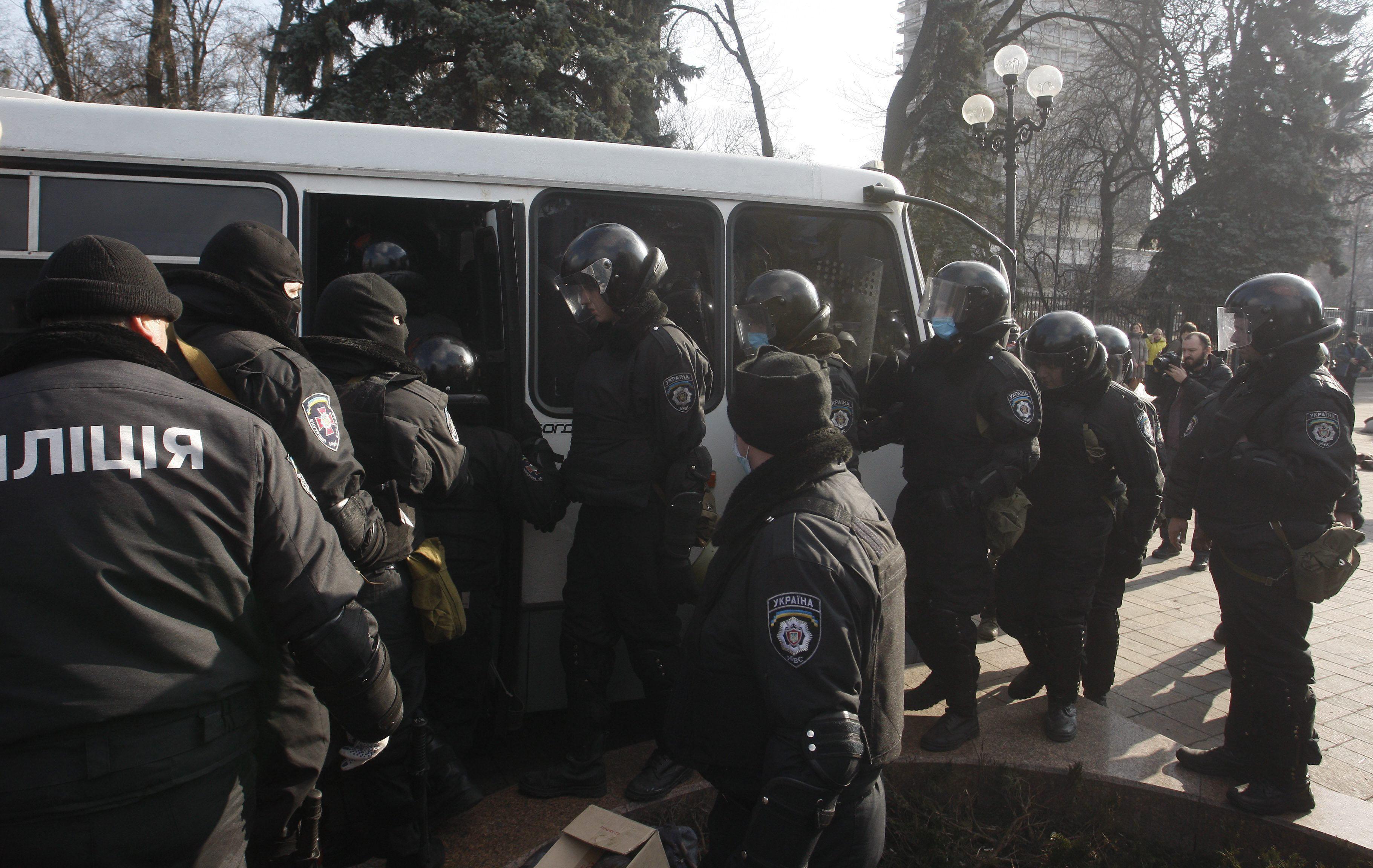 Miles de personas piden la unidad de Ucrania en Kiev y en Crimea
