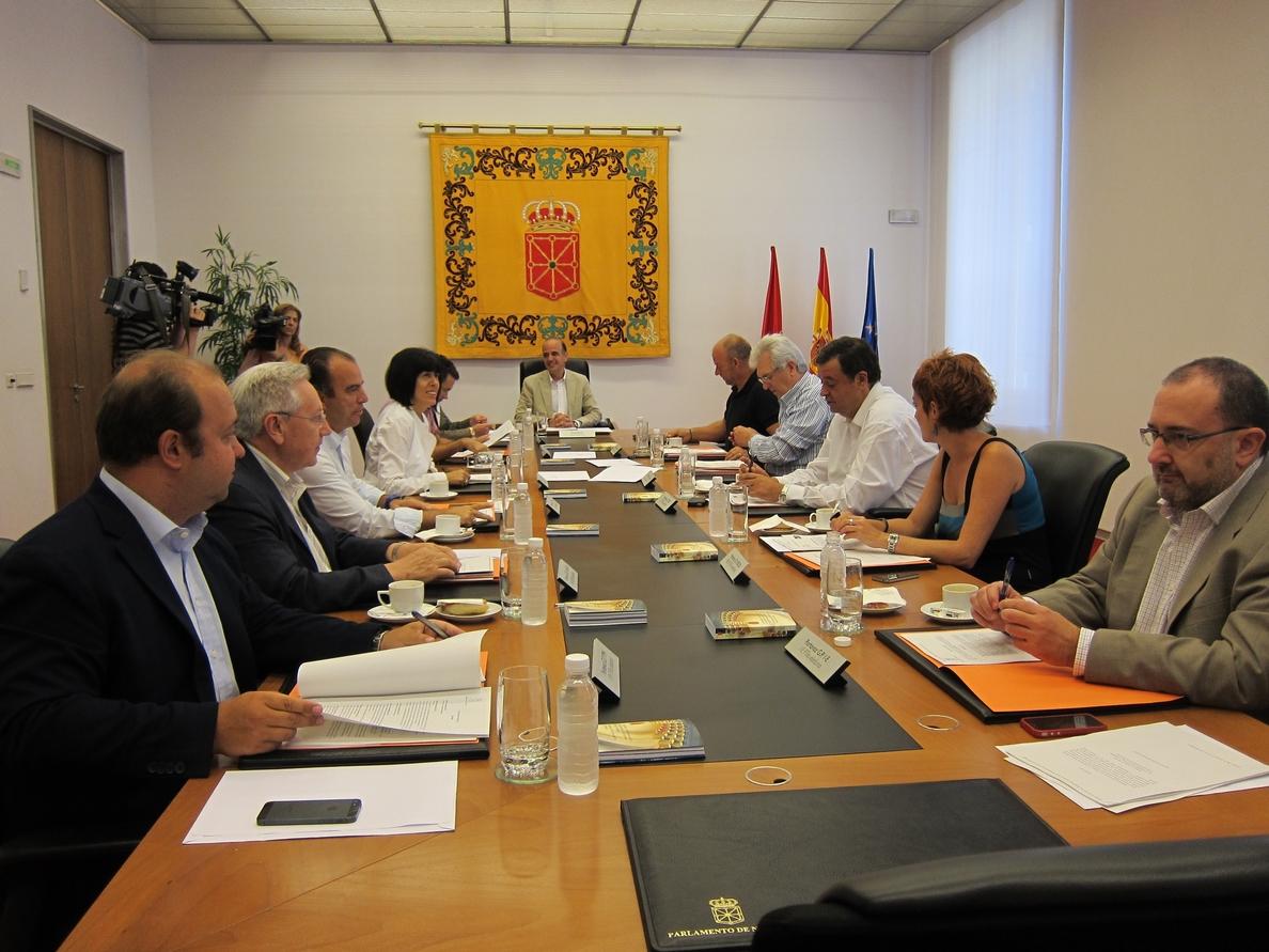 Mesa y Junta estudiarán reprobar la propuesta de Ignacio González de aplicar un nuevo sistema de financiación autonómica