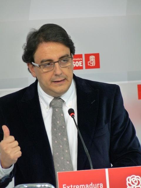 El PSOE asegura que Monago «descapitaliza» el SES y que en la legislatura ha perdido 500 profesionales sanitarios
