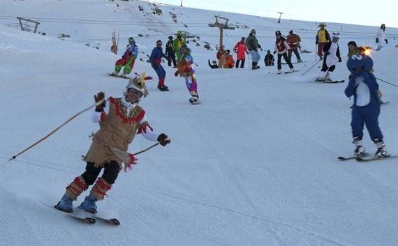 Sierra Nevada amplía dos semanas el esquí nocturno y la experiencia »Primeras huellas»