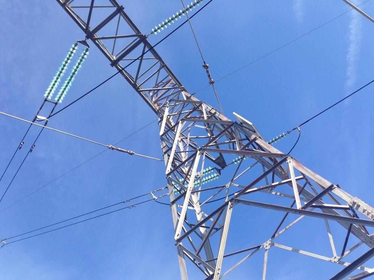 El Gobierno prorroga en dos meses el plazo para la entrada en vigor de los nuevos precios eléctricos