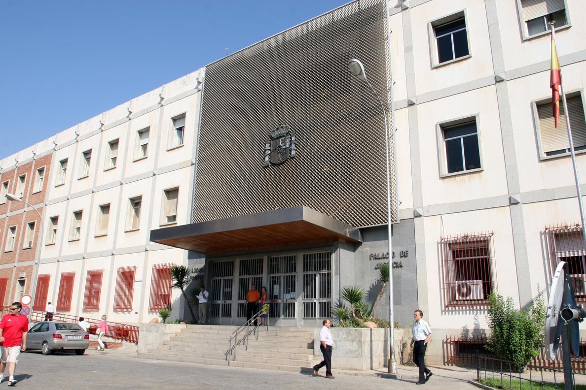 A juicio este lunes una mujer acusada de apropiarse de más de 2.000 euros al tutelar a su sobrino