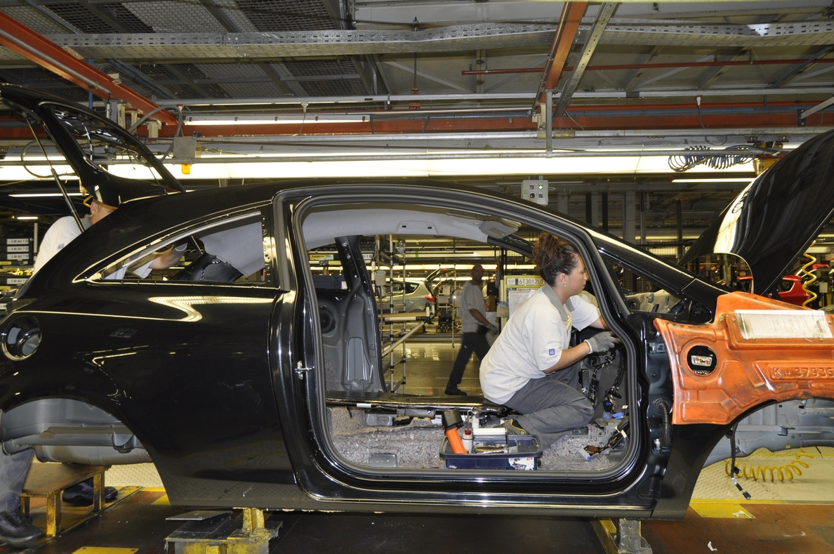 La producción industrial retorna a tasas negativas en enero