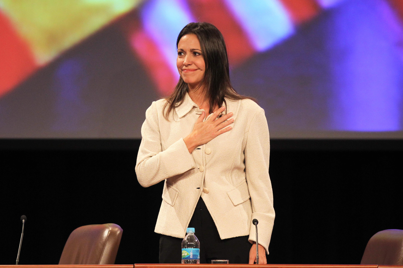 Opositora Corina Machado anuncia en Lima que mañana volverá a Venezuela