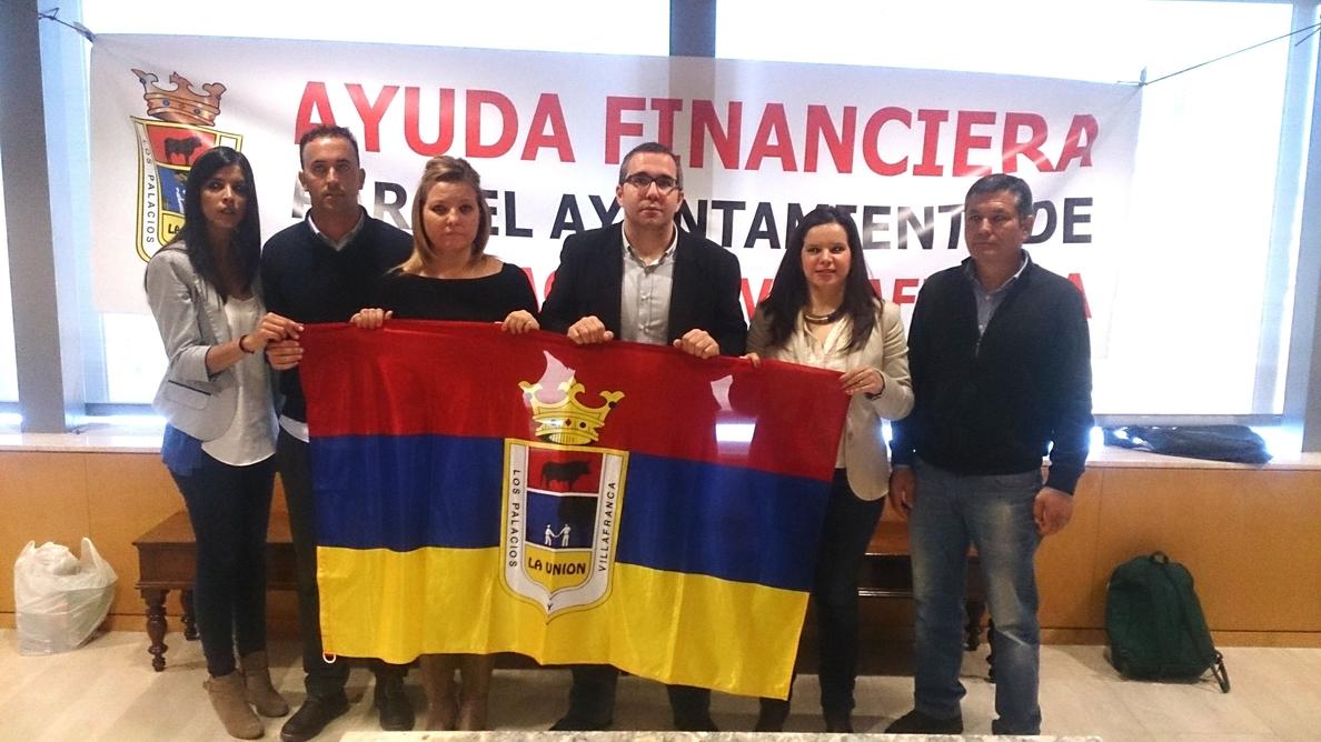 El alcalde de Los Palacios (Sevilla) se encierra en la Diputación para pedir ayuda financiera