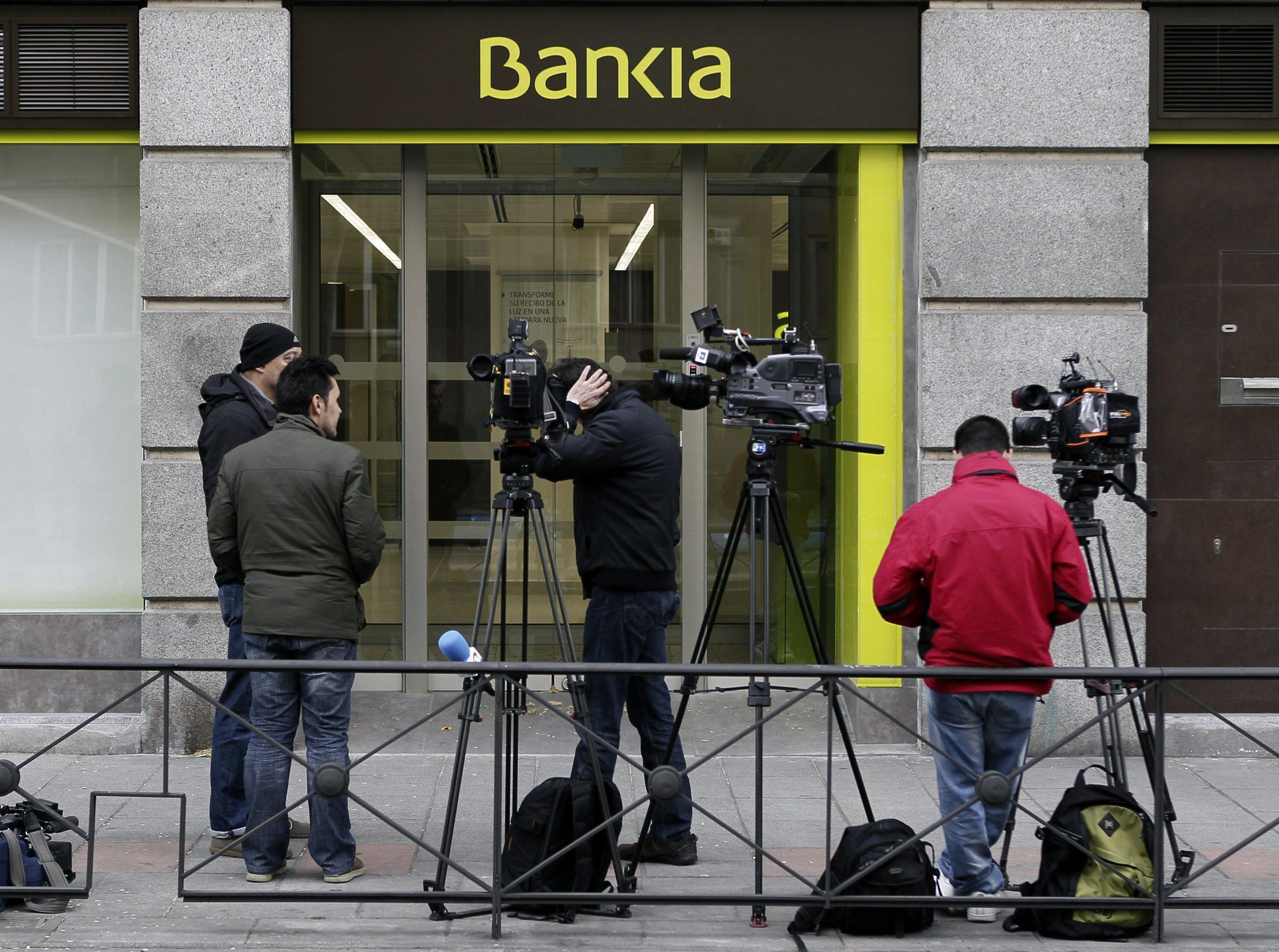 Ruz envía a la Policía a una sucursal de Bankia en busca de los ingresos de Bárcenas