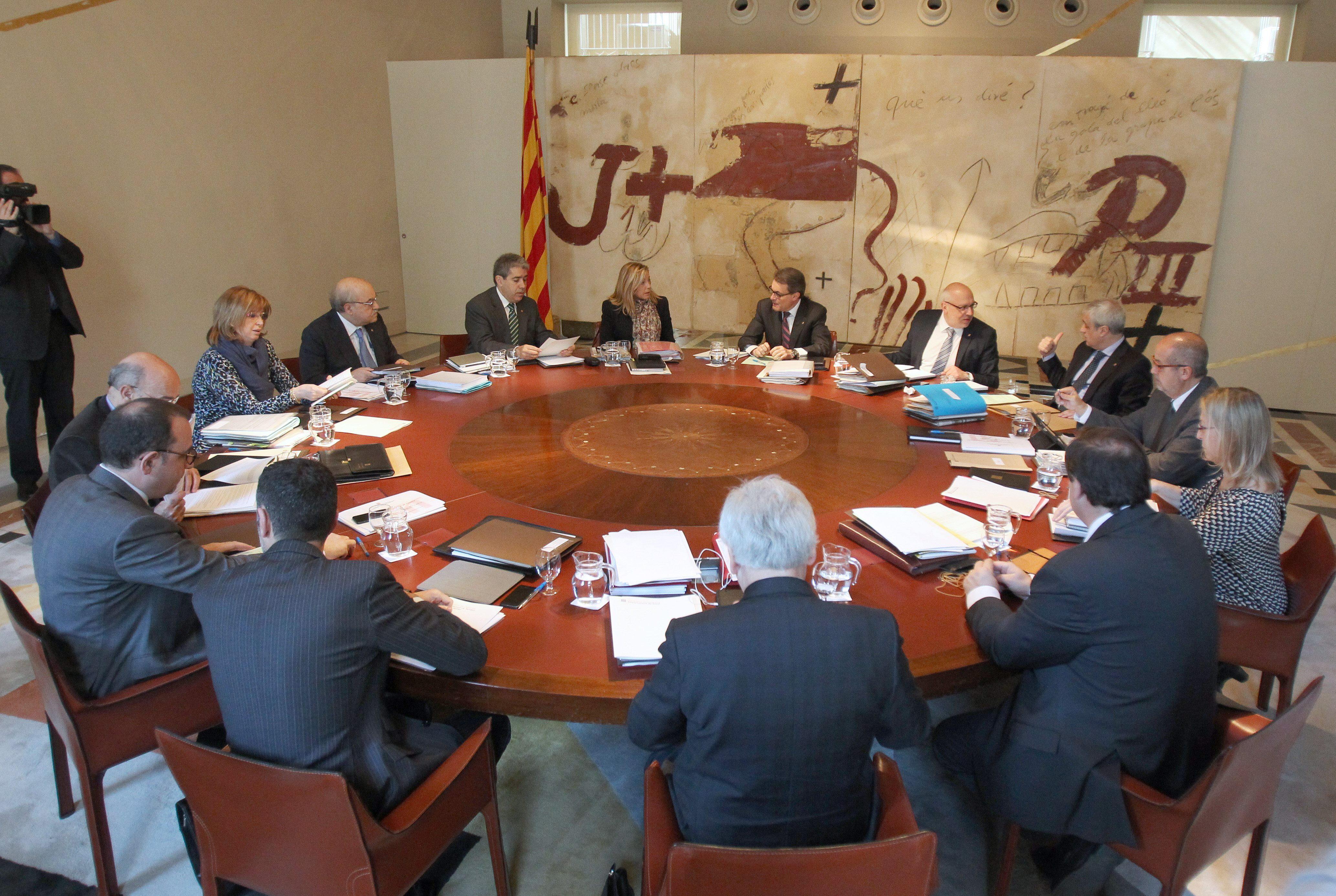 Mesa del Parlament recusa al presidente y dos magistrados del Constitucional