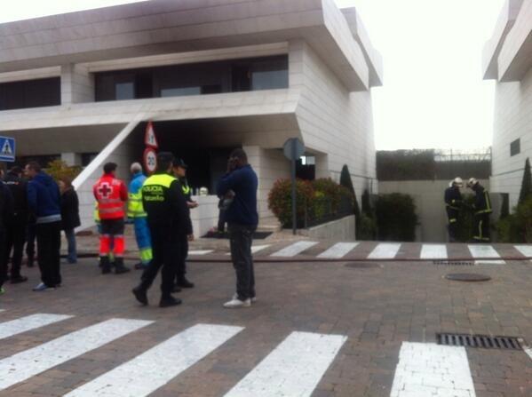 Los bomberos rescatan al futbolista Jesé del incendio de su chalé en La Finca de Pozuelo