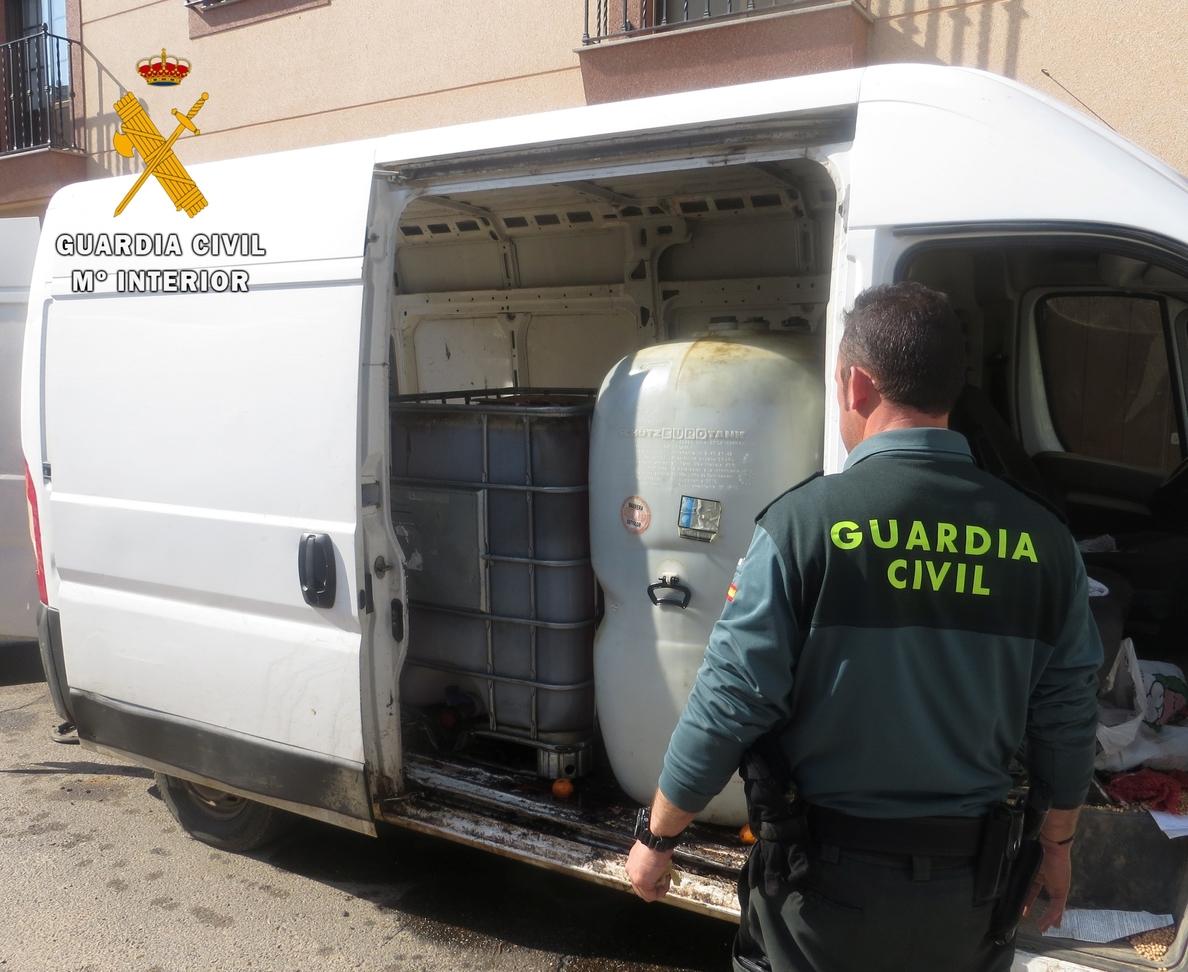Dos detenidos acusados de robar 2.000 litros de gasoil de un cortijo de Badajoz y retener a su encargado