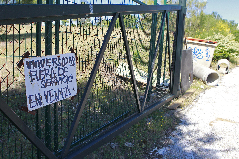 Barricadas y quema de contenedores en la Complutense, con un detenido
