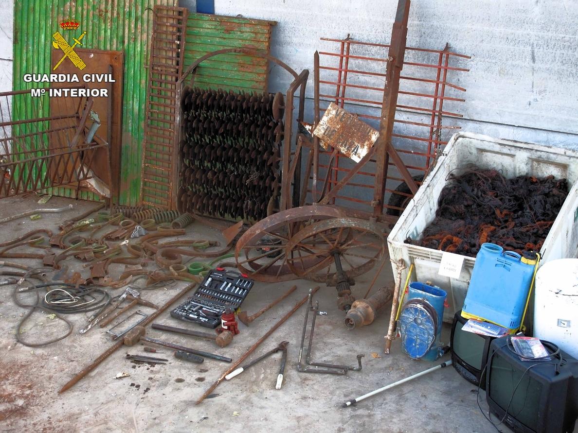 Detenidas 2 personas e imputada una tercera por 47 delitos cometidos explotaciones agrícolas y casas de campo