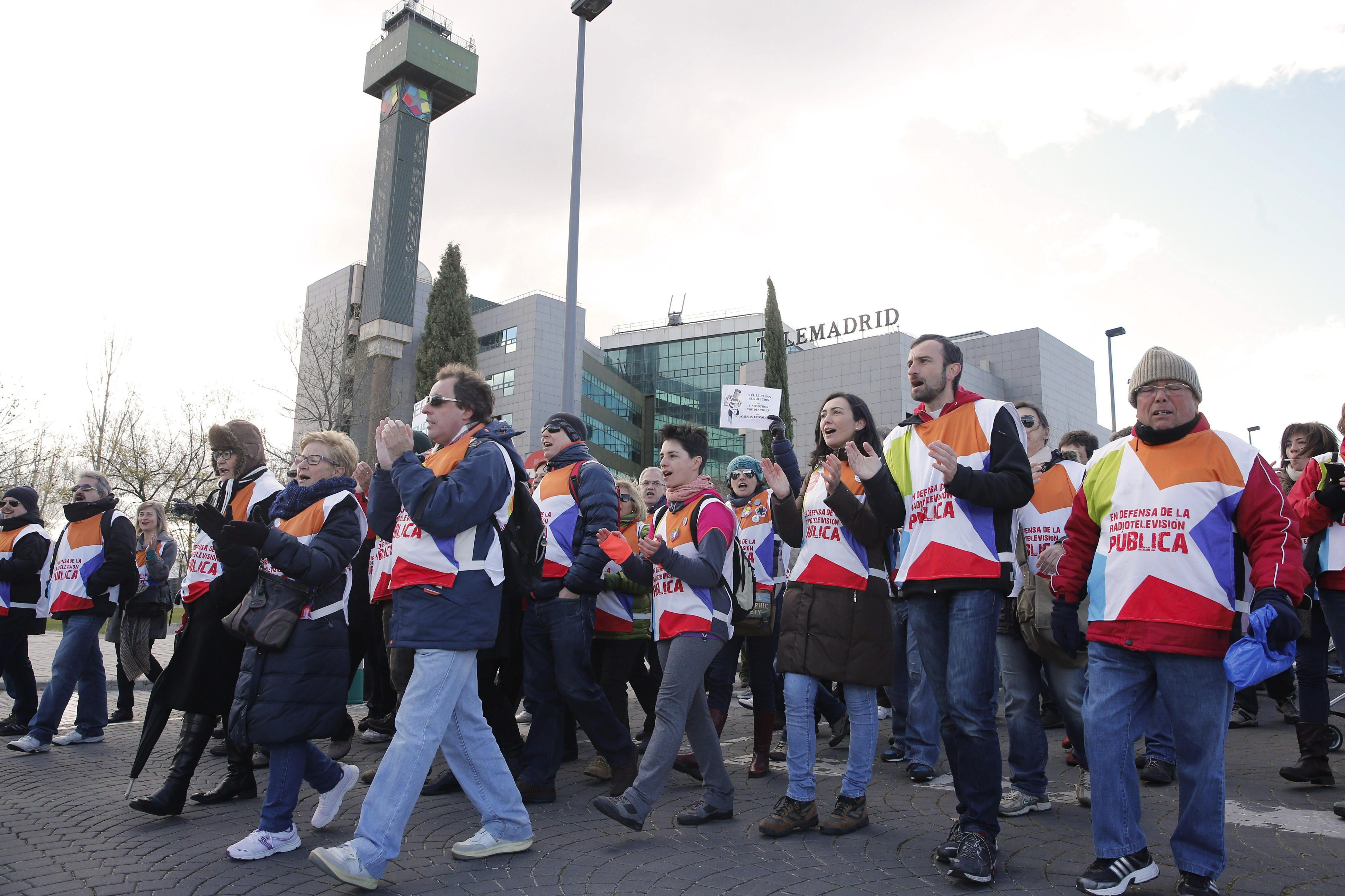 Comunidad tacha de «escrache judicial» la protesta de Telemadrid ante el Supremo