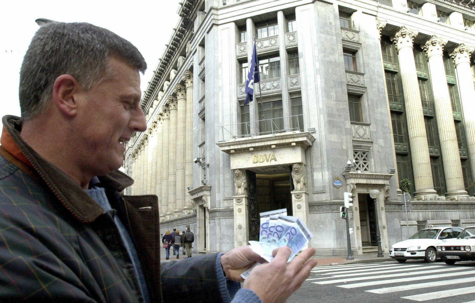 El Banco de España prevé una mejora gradual del crédito en 2014 y 2015