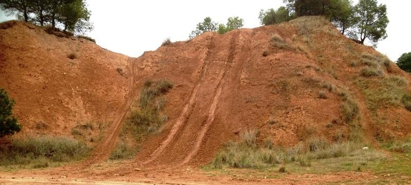 Ecologistas en Acción indica que la Sierra de los Agudos en Calahorra se convierte en «un circuito ilegal de motocross»