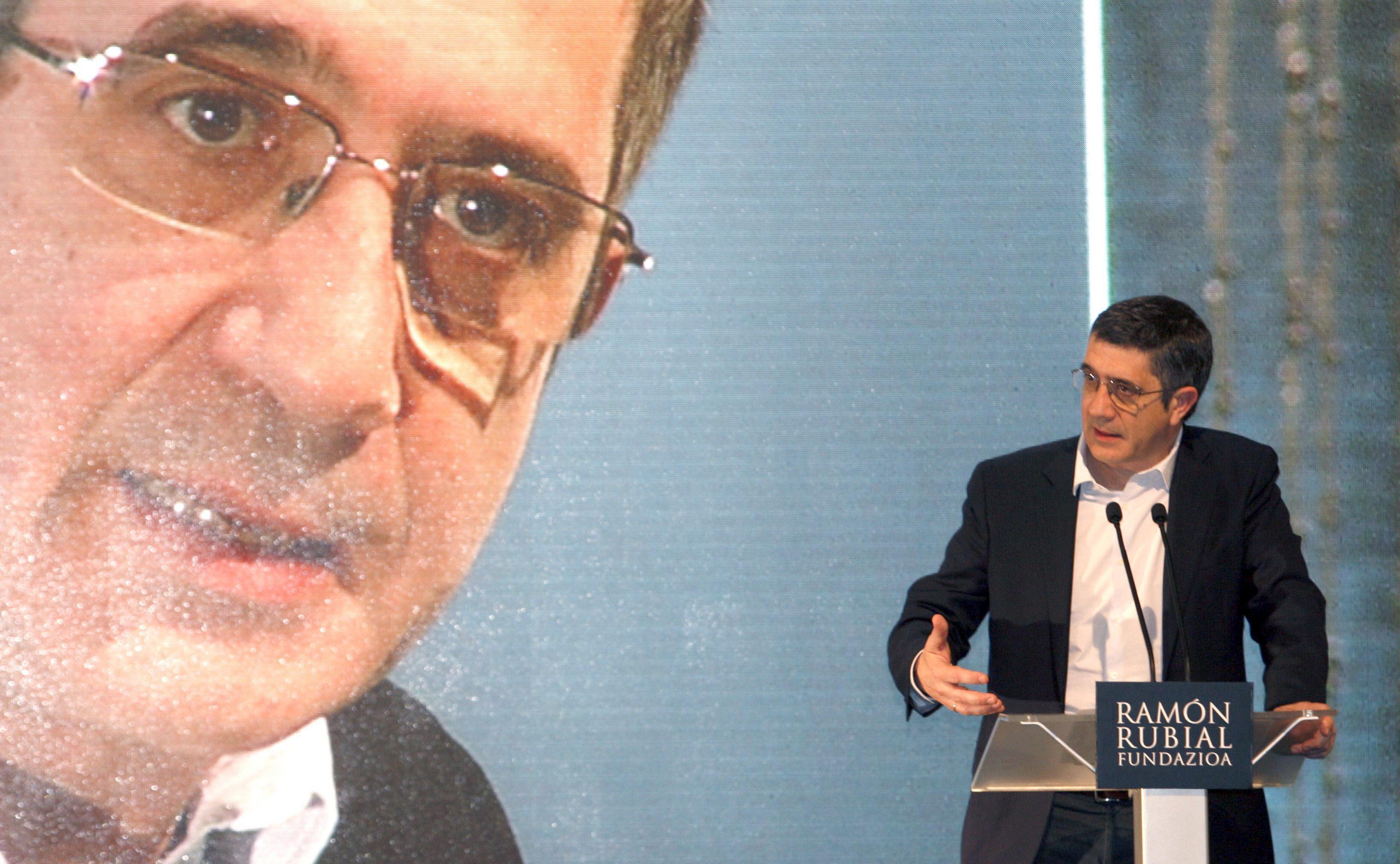 Patxi López dice que el PSOE ha estado «desorientado» ante el PP y reclama «valor»