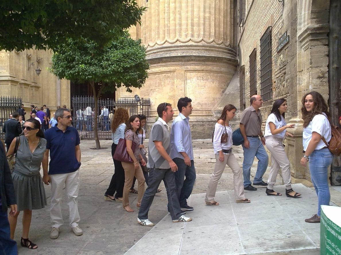 Empresarios del transporte critican la falta de espacio en el centro para dejar y recoger a turistas