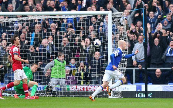 El Everton golea al Arsenal y acecha el cuarto puesto
