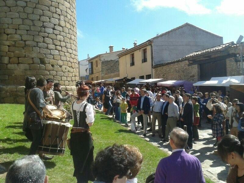 Page destaca las jornadas medievales de Oropesa como ejemplo de que «todos podemos hacer algo para salir de la crisis»