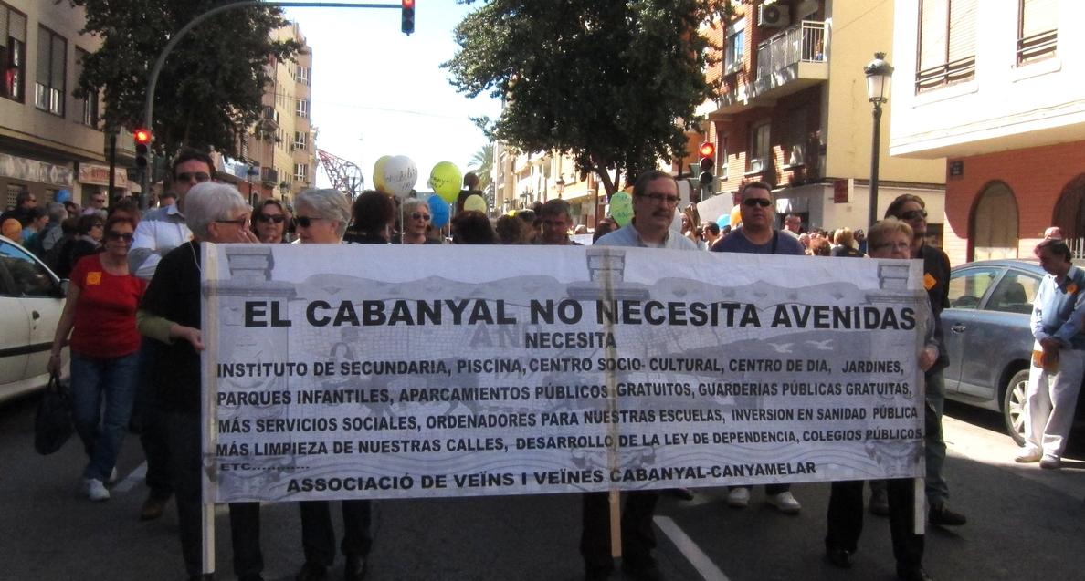 Una multitudinaria manifestación en el Cabanyal pide un plan de futuro consensuado para el barrio