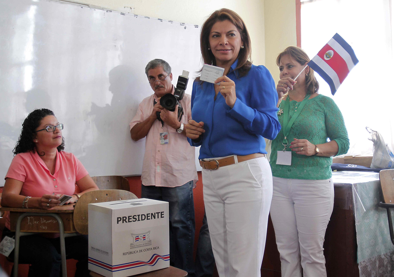 Chinchilla felicita a Solís como «presidente electo» de Costa Rica