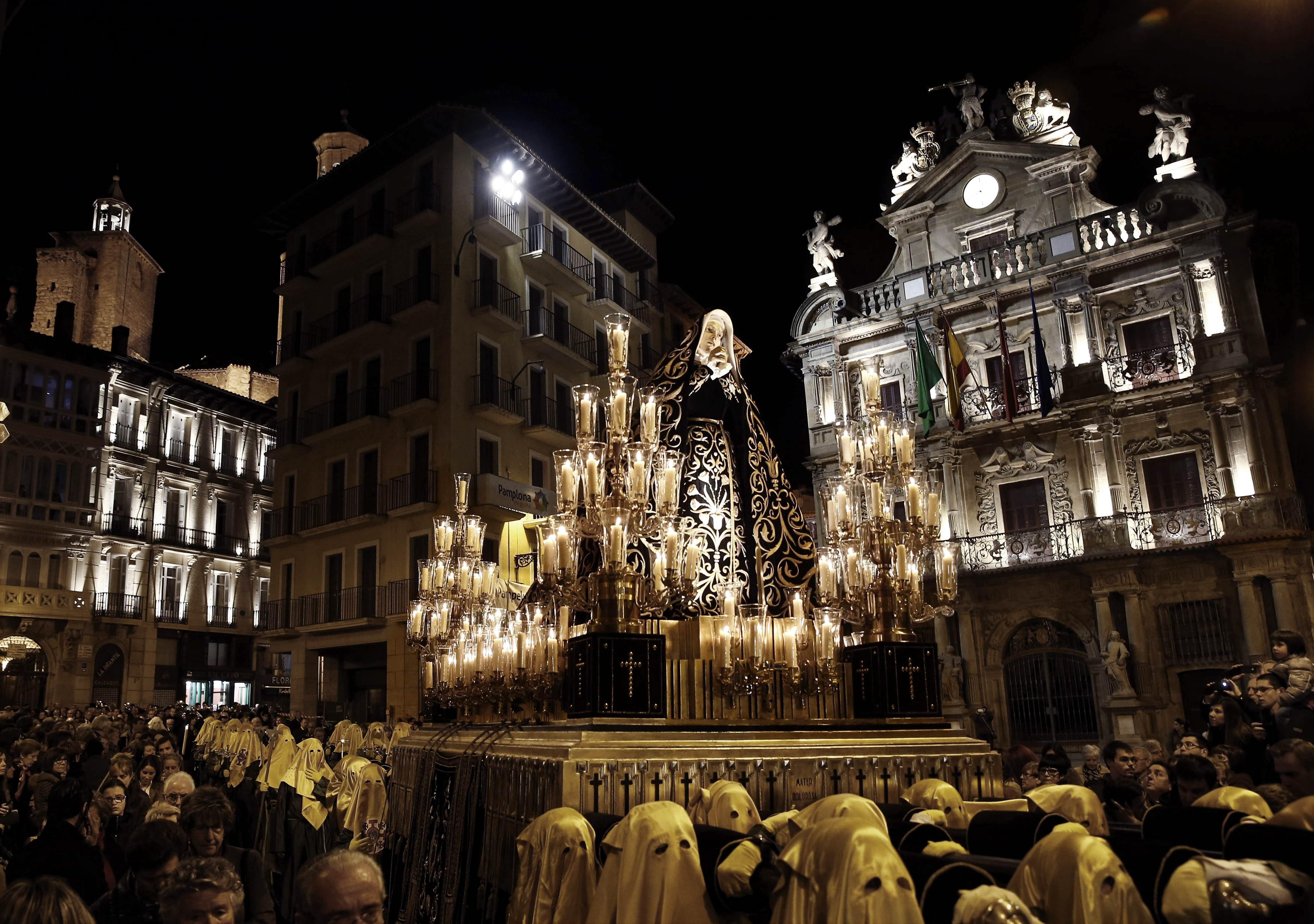 Horarios e Itinerarios de las procesiones de Pamplona en Semana Santa 2014