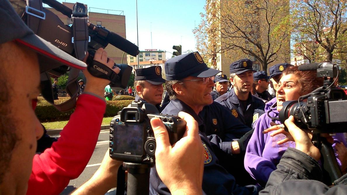 En libertad con cargos dos personas detenidas por el desalojo de la Corrala Utopía