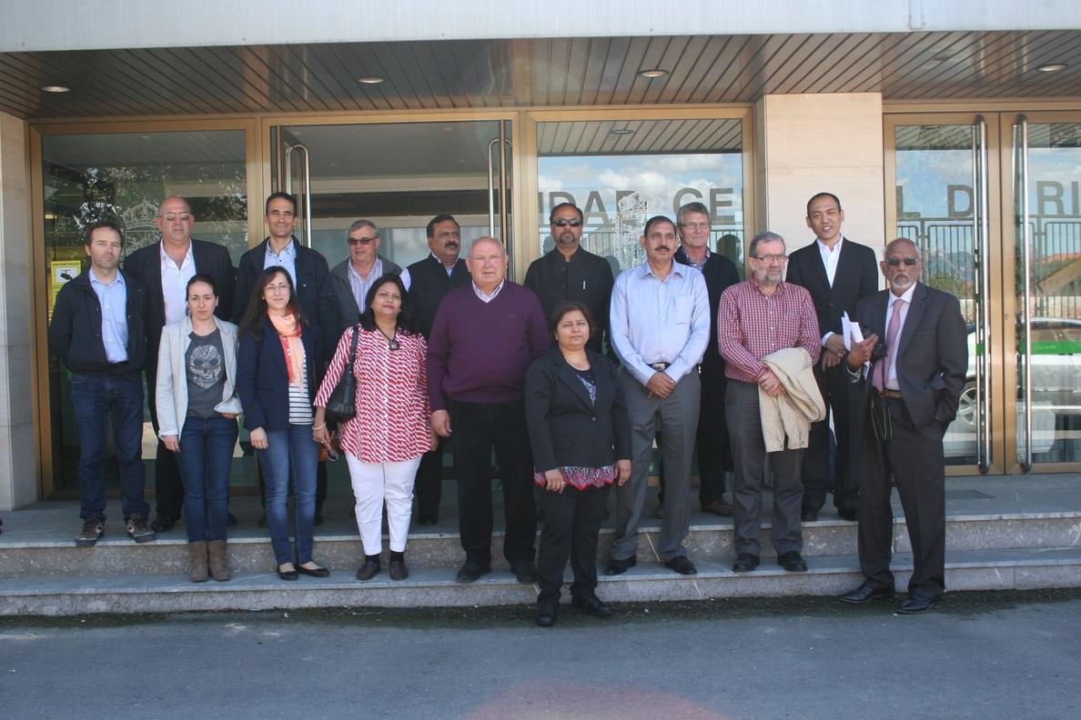 La Comunidad de Riegos del Alto Aragón recibe a una delegación del Gobierno del Estado indio de Uttar Pradesh