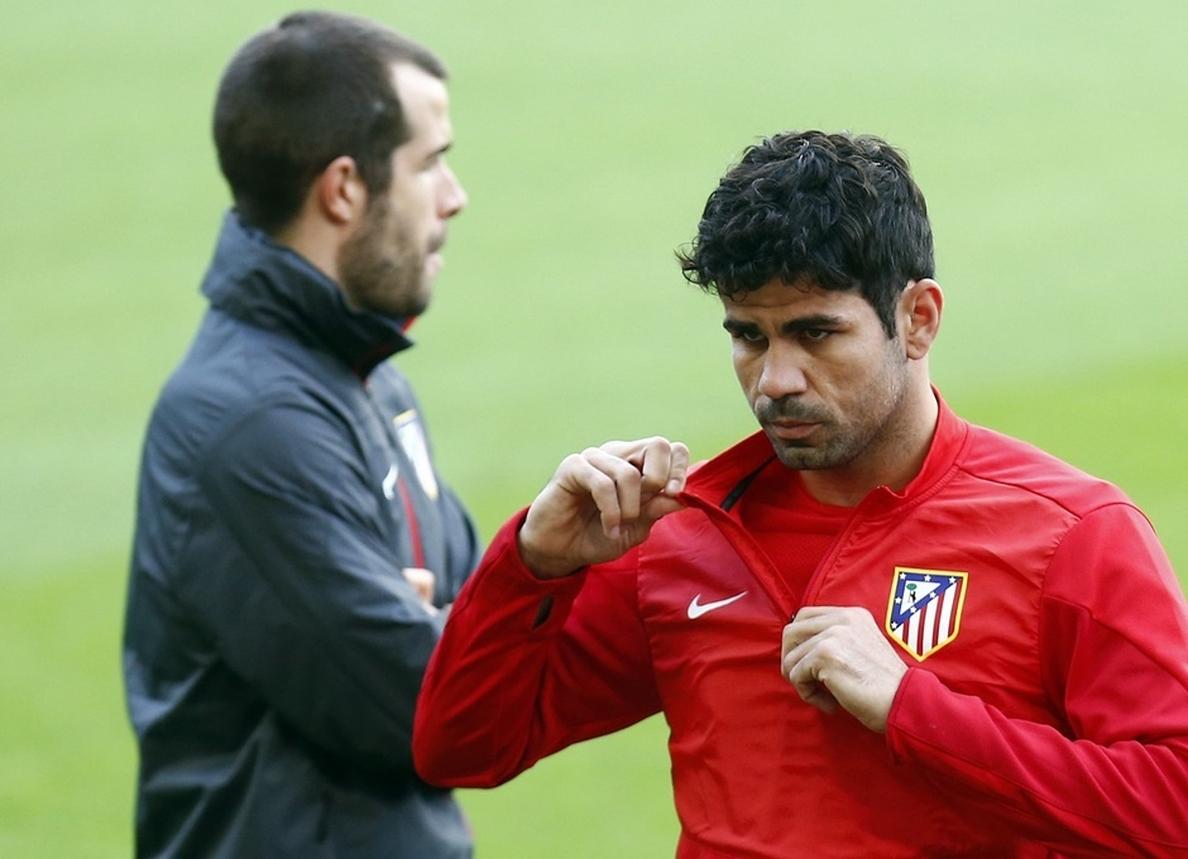 Diego Costa entrena en solitario y Simeone le convoca para el partido ante el Barça