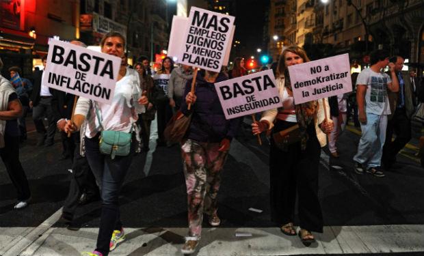 Los crímenes, robos y linchamientos ponen en jaque al poder político en Argentina
