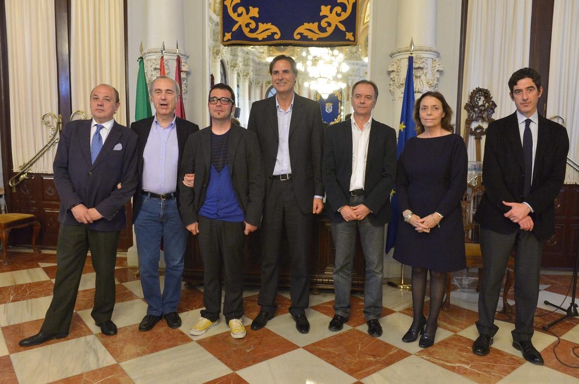 El escritor Luis Manuel Ruiz, ganador del Premio Málaga de Novela por »Temblad Villanos»