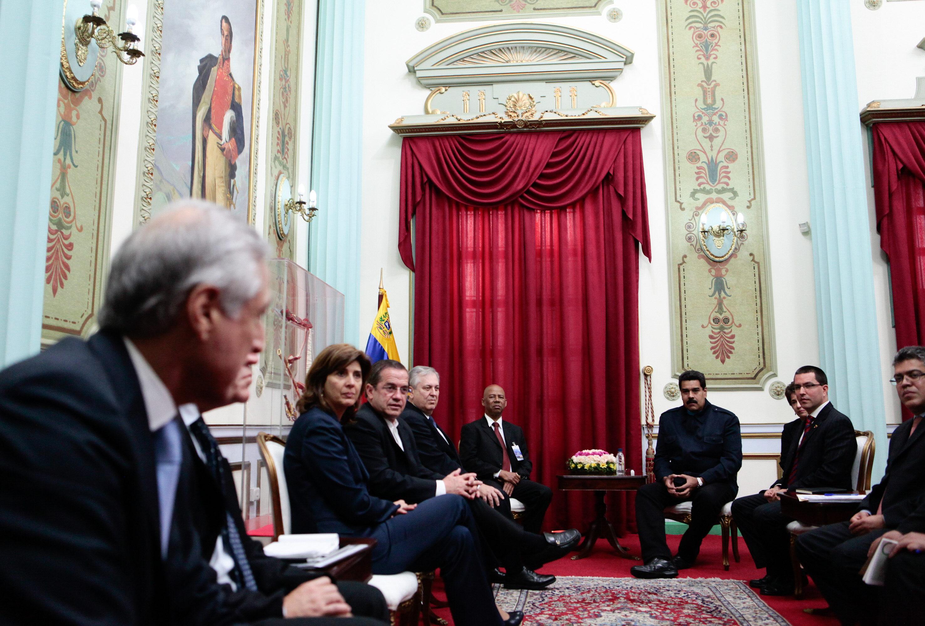 Patiño espera que oposición y el Gobierno mantengan hoy una reunión preparatoria