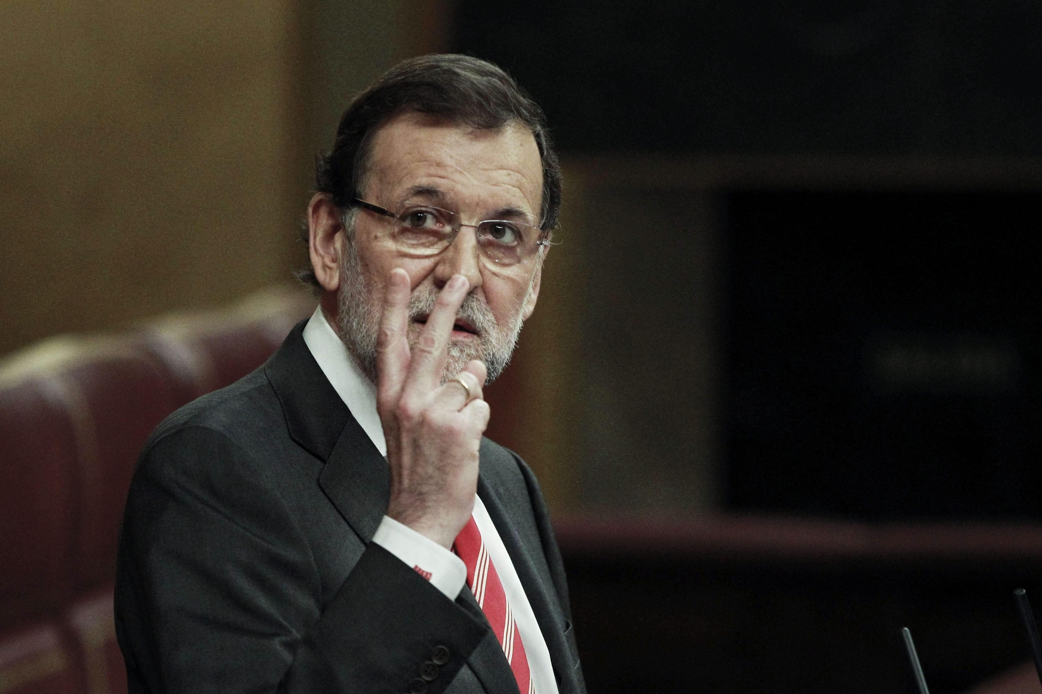 Rajoy, ovacionado durante un minuto después de su discurso sobre la consulta