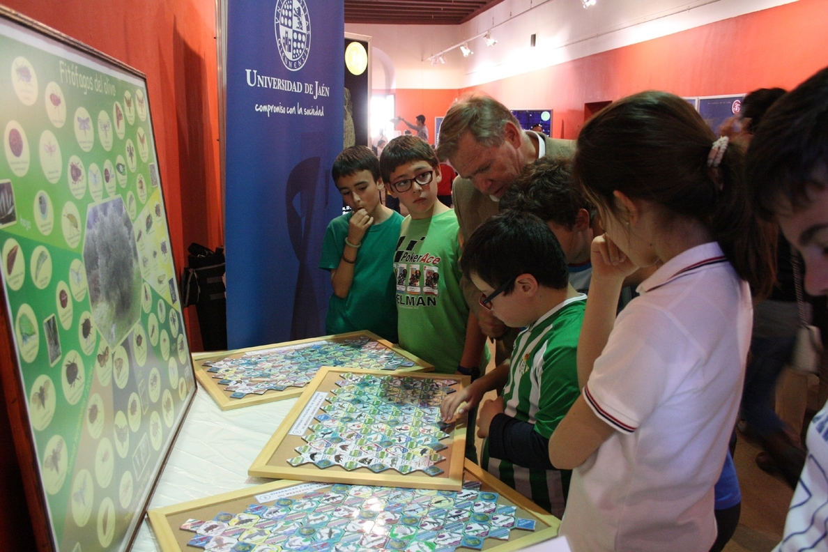 La UJA participa en Úbeda en las jornadas »Ciencia para todos» con la actividad divulgativa »Ecopuzles»