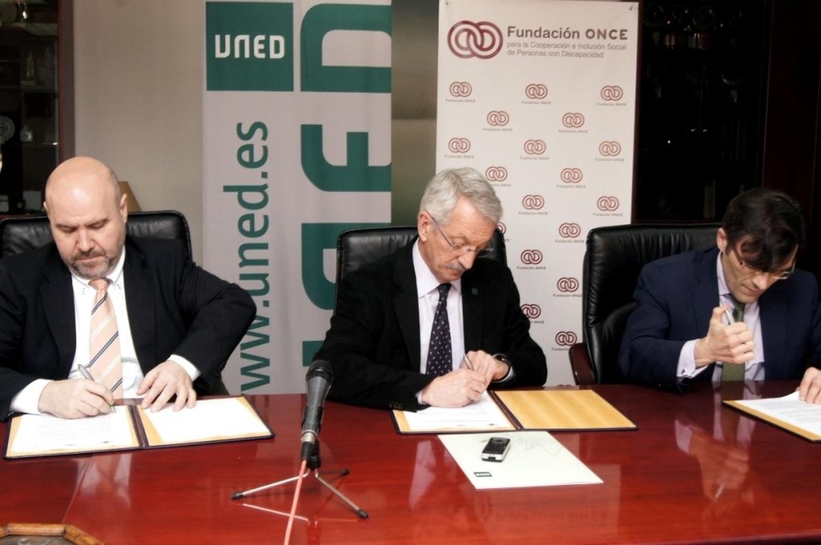 La UNED, Fundación ONCE y el CERMI potenciarán la inserción laboral de los titulados con discapacidad