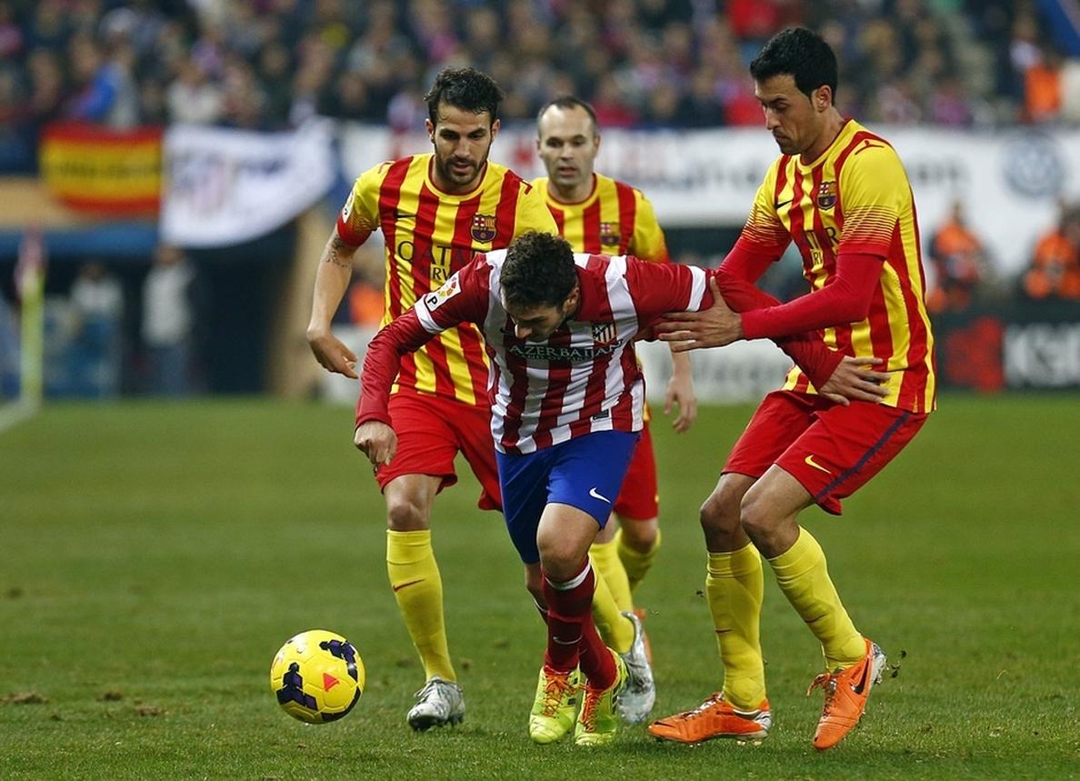 El Atlético se niega a regar el césped en el descanso como pidió el Barça