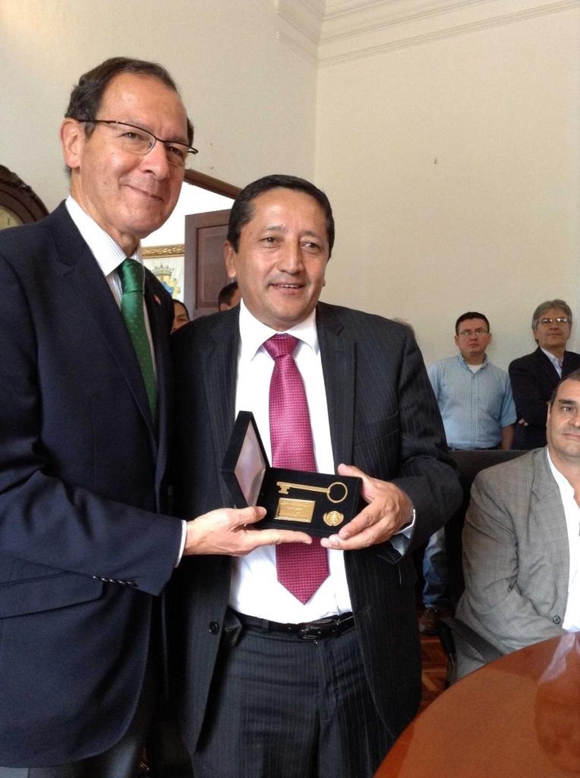 El Concejo de Popayán nombra Huésped de Honor al alcalde Cámara y le entrega las Llaves de la Ciudad