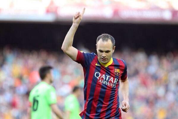 Iniesta celebra en el Calderón su partido 500 con la camiseta del Barça