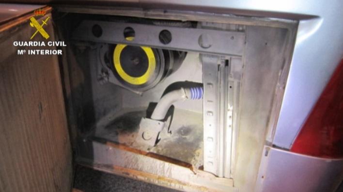 Localizado un menor de edad de origen marroquí oculto entre los motores de un autobús