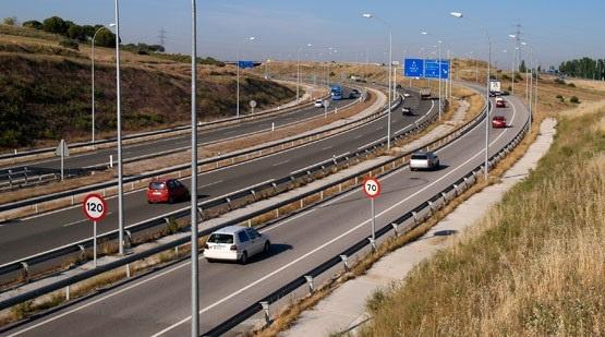 Pastor dice que, mientras sea ministra, los españoles no pagarán «un euro» para rescatar autopistas