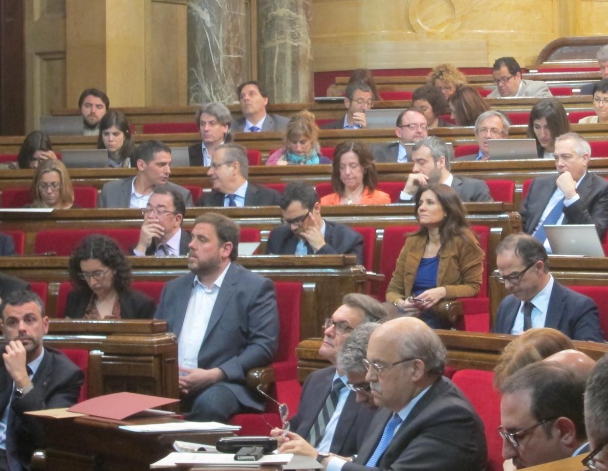 Pere Navarro pide sacar a Rajoy de la Moncloa y Mas le reprocha su supeditación al PSOE