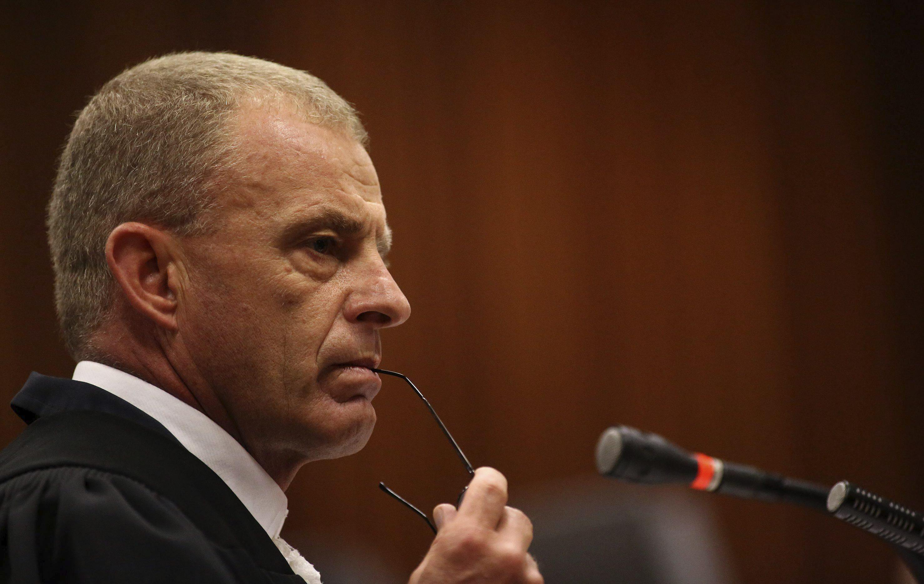 Pistorius reitera su inocencia durante el duro interrogatorio del fiscal