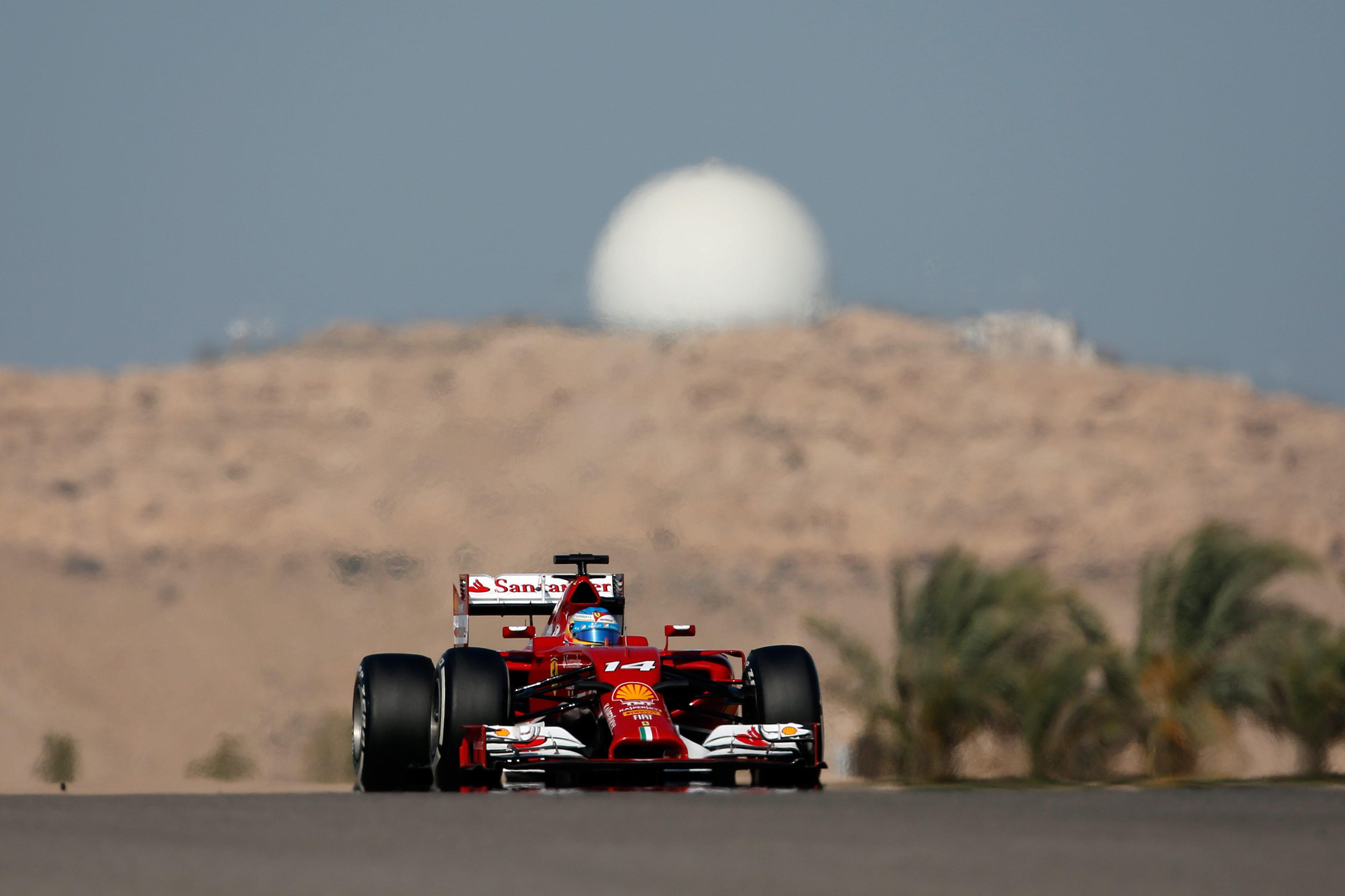Alonso se retira antes de tiempo de los test de Baréin por daños en el chasis