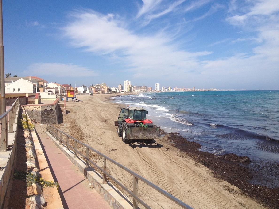 S.Las playas cartageneras se ponen a punto para Semana Santa