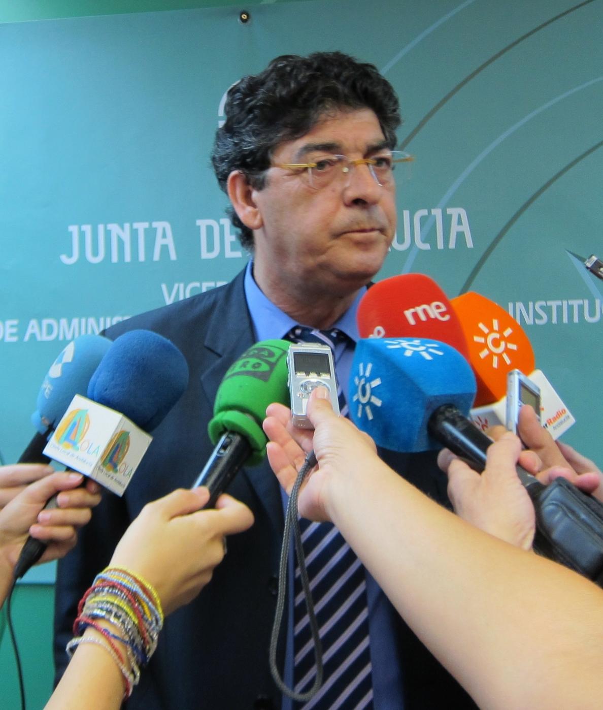 Valderas critica que Farmaindustria defienda «exclusivamente» sus intereses «sin importarle los más débiles»