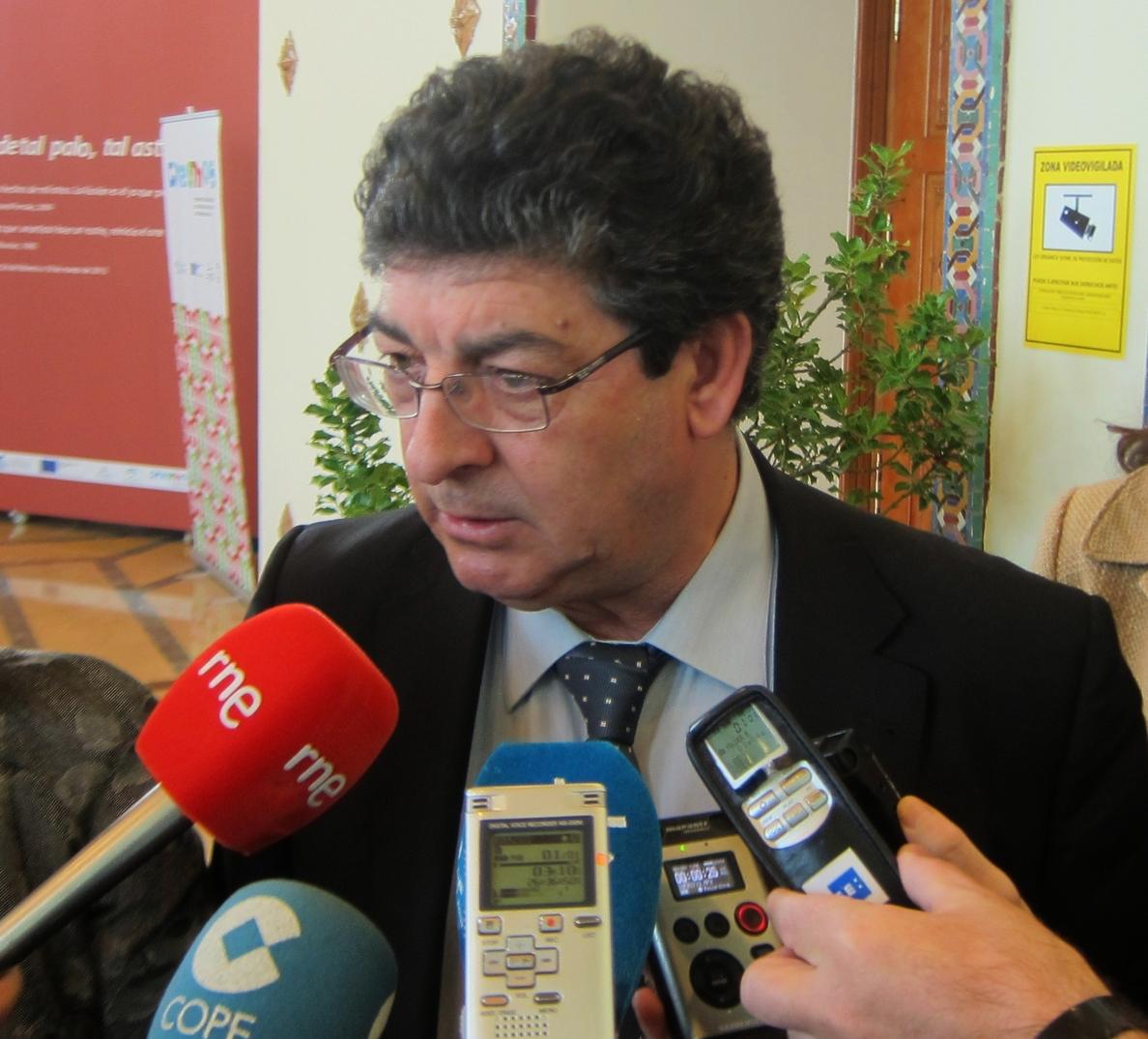 Valderas pide al PP-A que apoye la proposición de ley sobre transexualidad acordada entre PSOE-A e IULV-CA