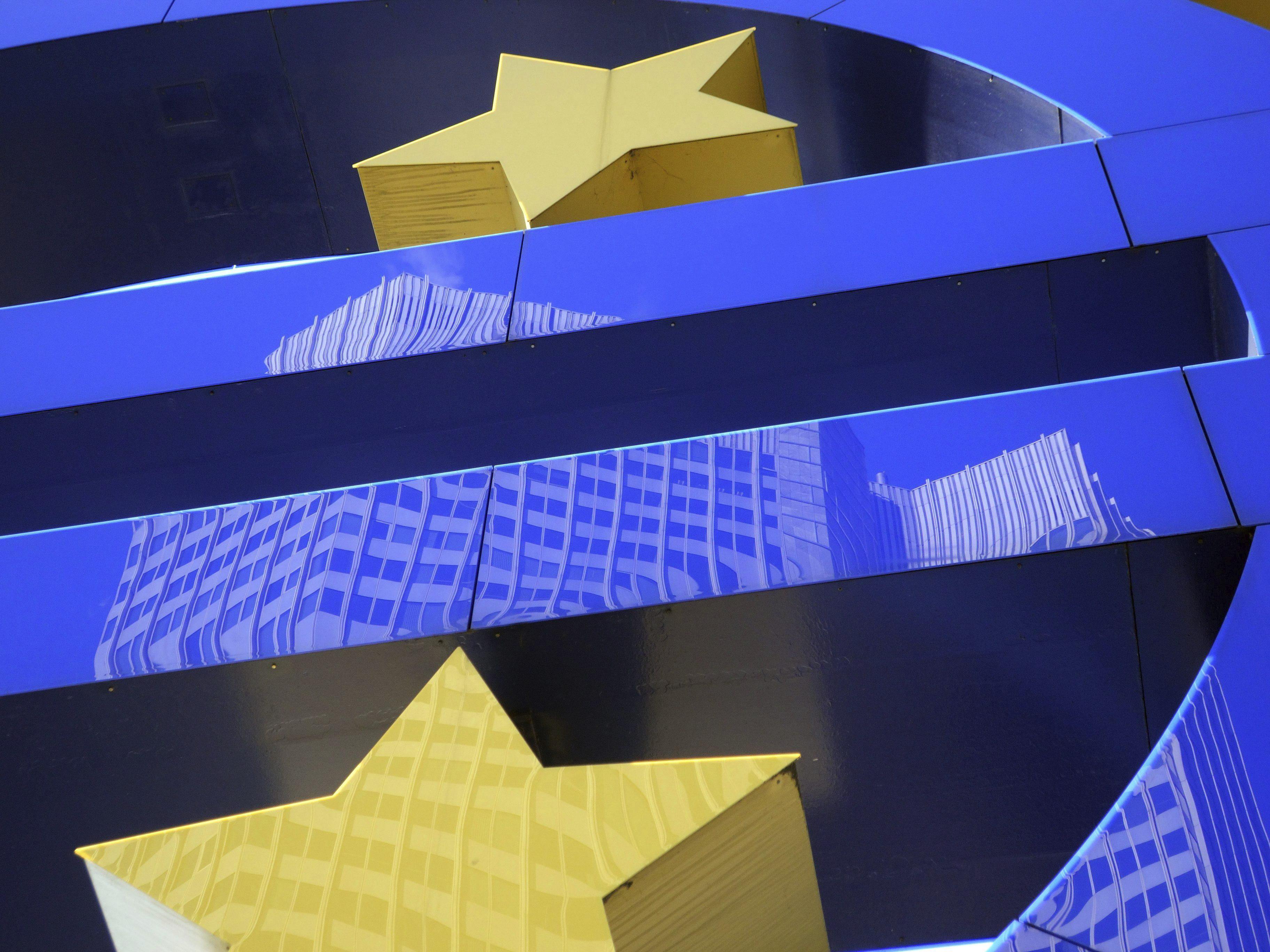 El euro permanece estable en los 1,3792 dólares