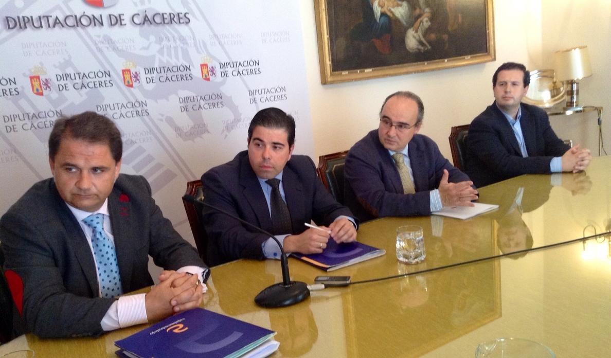 La financiación de los ayuntamientos de Cáceres se abaratará gracias a un acuerdo con Cajalmendralejo