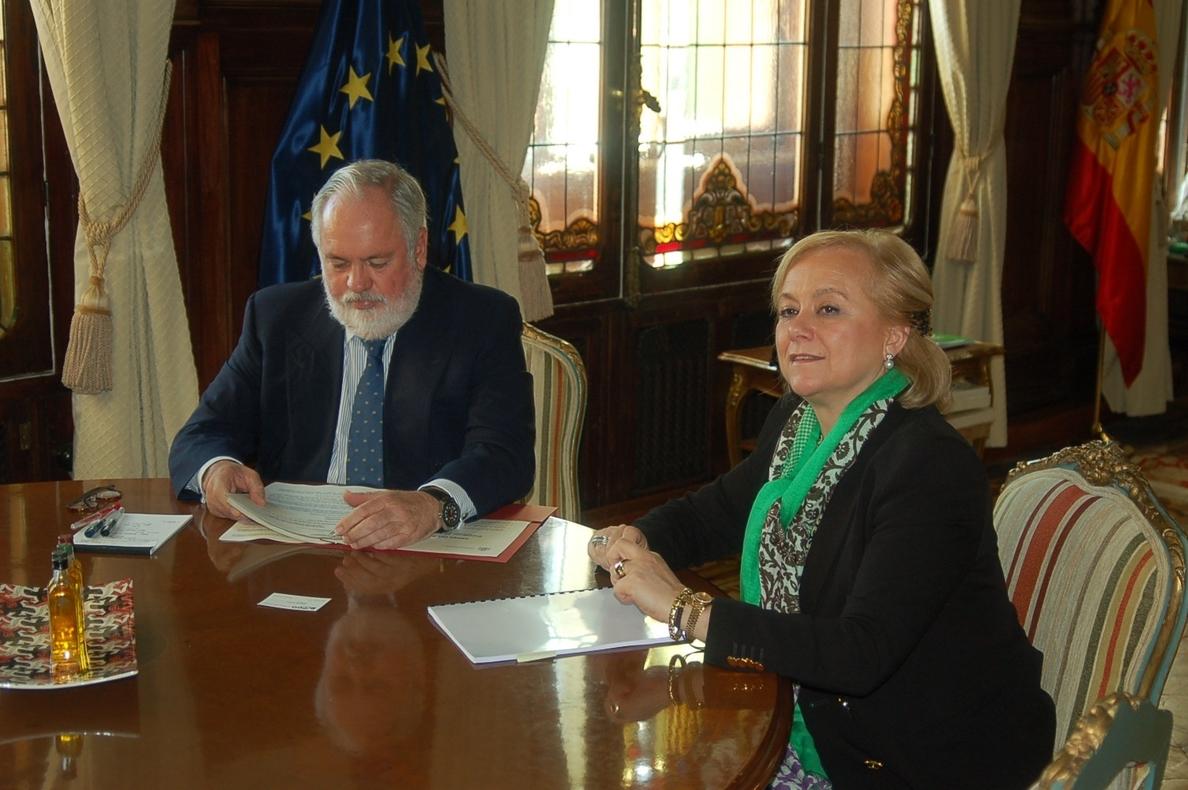 La presidenta del PP asturiano elogia la figura de Arias Cañete para las elecciones europeas